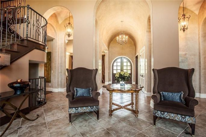 Entry with barrel ceilings