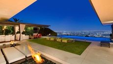 Matthew Perry Puts Los Angeles Home on Market for $13.5M