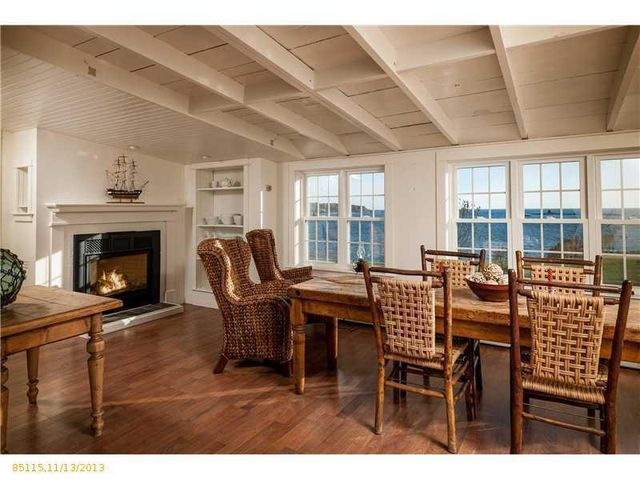 daryl-hall-of-hall-oates-selling-restored-colonial-in-maine-18