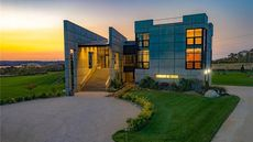 $7.85M 'Brutaliste sur Mer' Stands Out Along the Shores of Rhode Island