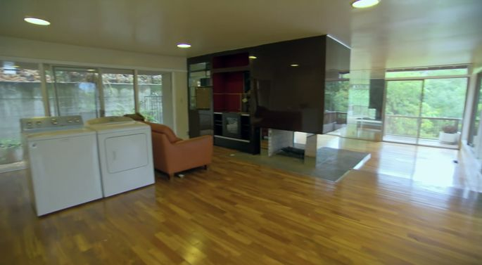 El Moussa recognizes that this house has a midcentury modern feel.