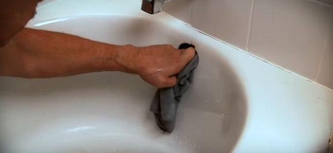 Unscrew the cover and use a rag to plug up the overflow drain.