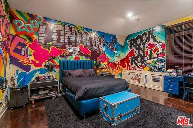 One of the kids' rooms