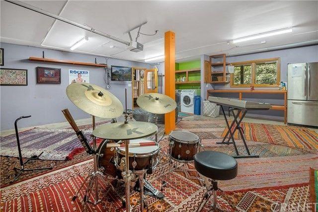 Garage Rainn WIlson house