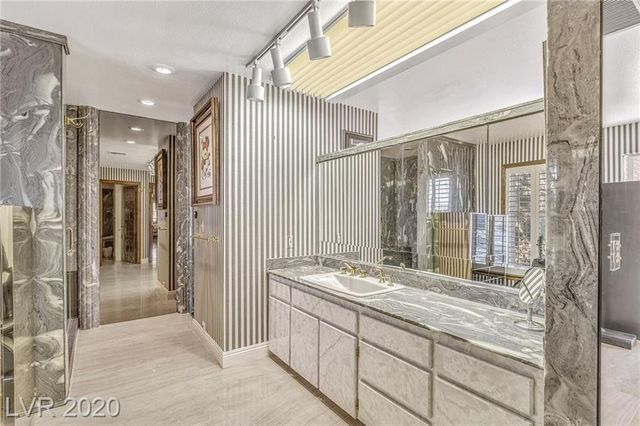 Owner's suite bathroom Jerry Lewis