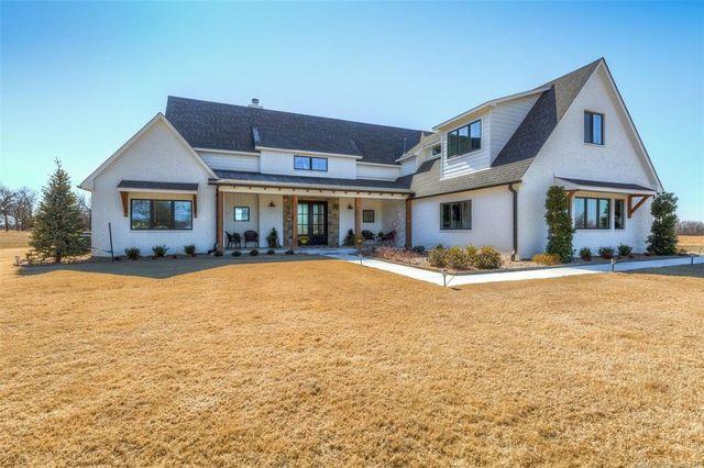 Claremore, OK modern farmhouse exterior