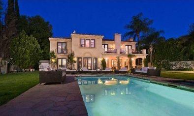 Tori Spelling Selling Encino Home (PHOTOS)