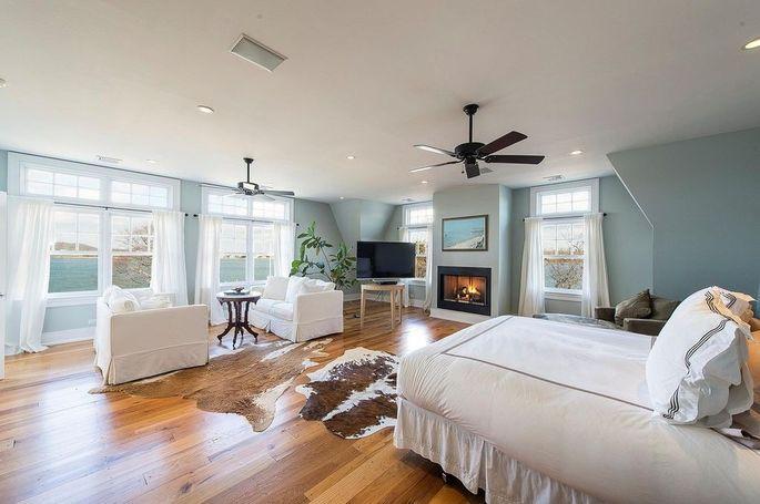 This rental is also close to Southampton's white-sand beaches.