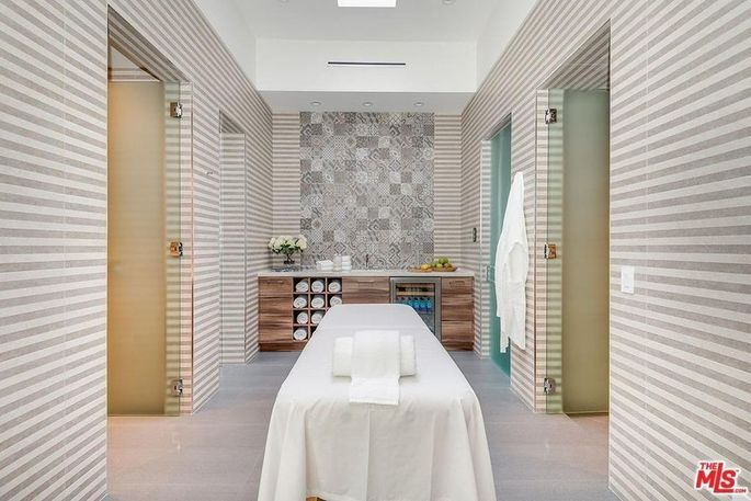 Spa with massageroom