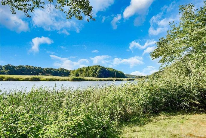 The property has 6 waterfront acres.