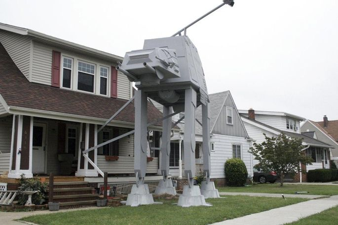 The Empire Strikes Backu2014on This Guyu0027s Front Lawn.