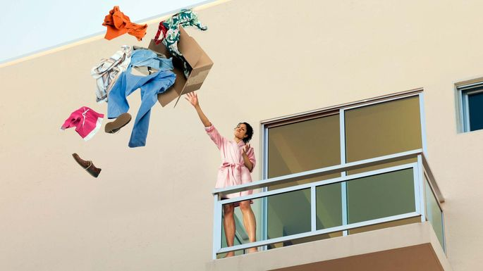 throwing-clothes-over-balcony