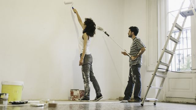 4 Things to Consider Before Painting a Room Yourself