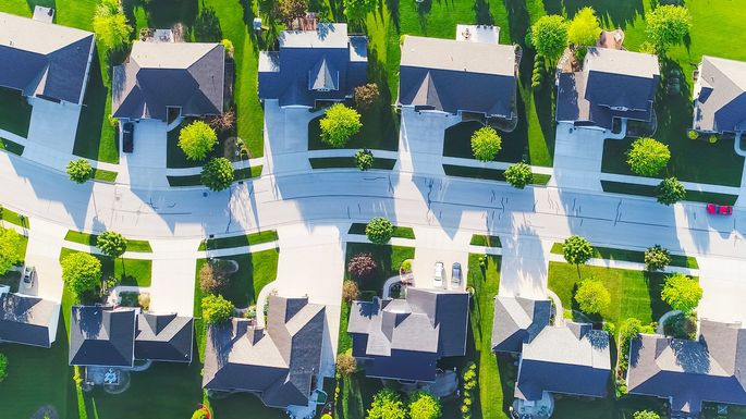 What Is a Gated Community? Pros and Cons of Buying a Home Inside |  realtor.com®