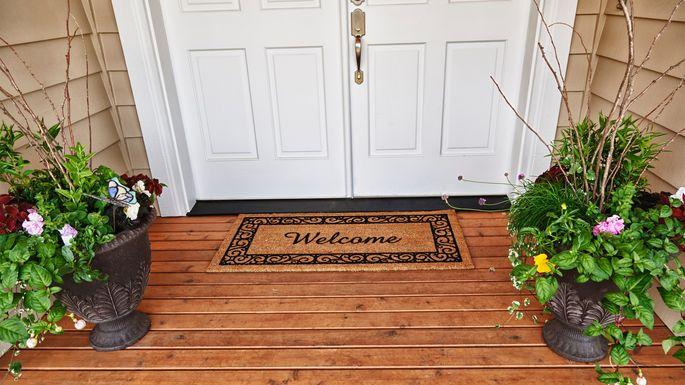 8 popular front porch decorating ideas. Black Bedroom Furniture Sets. Home Design Ideas