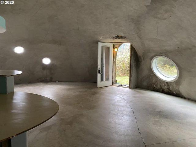 Oregon spaceship house