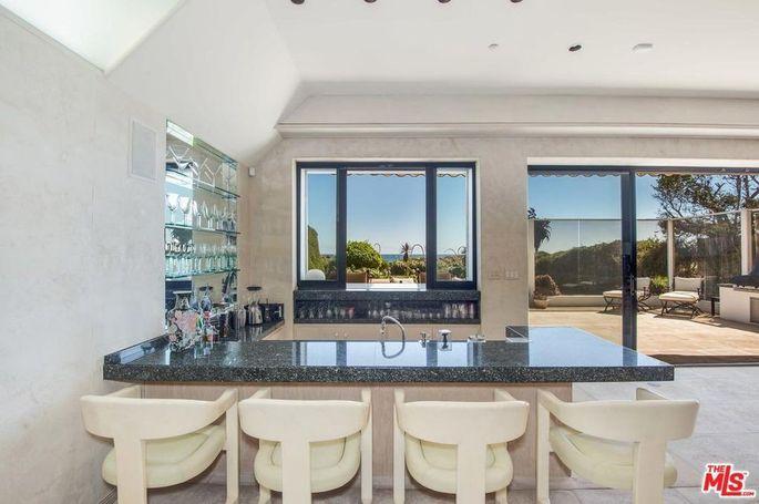 Indoor-outdoor bar