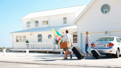 5 Reasons to Call a Real Estate Agent Before Your Vacation