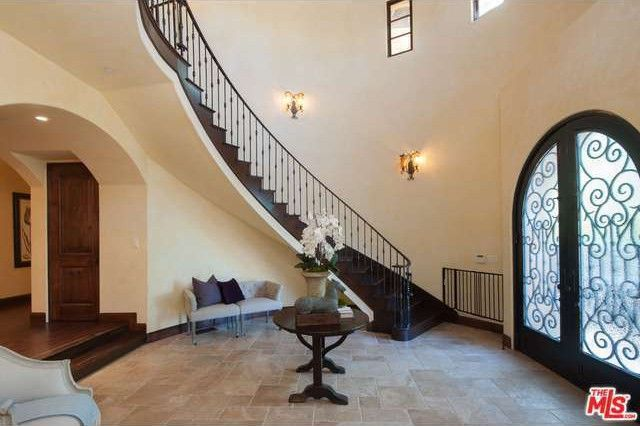 Foyer Area Q : Rent ex nba star earl watson s encino home for k