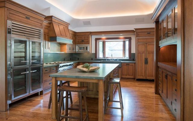 Bruce Willis' Idaho lodge kitchen