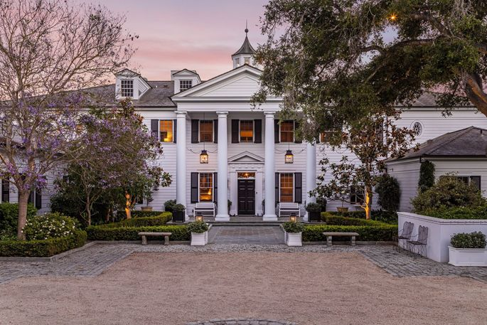 "The ""Parks and Recreation"" star's Mount Vernon–inspired mansion is close by."