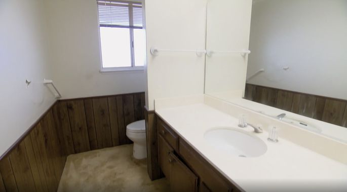 This bathroom is too small.