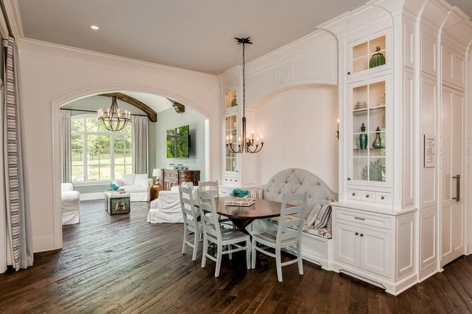 Casual dining and family room