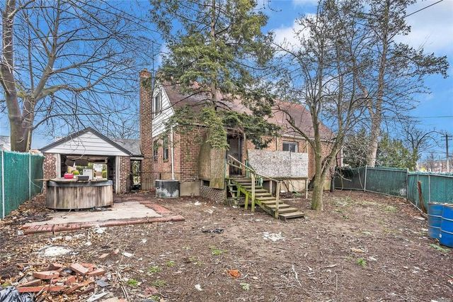 Fresh Meadows, NY abandoned house