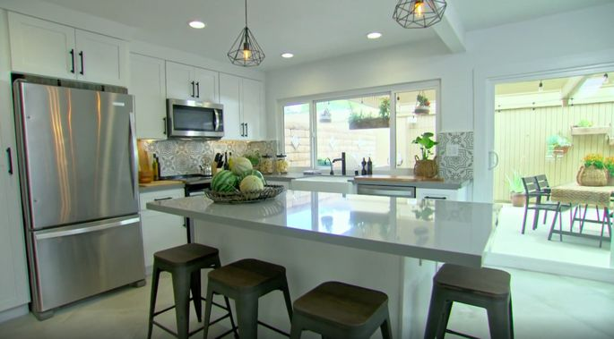 This island is perfect for a large kitchen.
