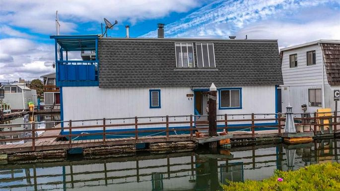 Tom Hanks Old Houseboat Is For Sale So Why Aren T Buyers Biting