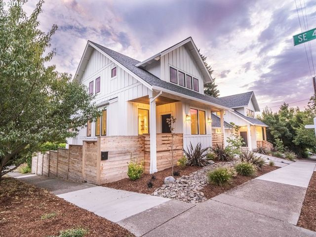 POrtland, OR modern farmhouse exterior