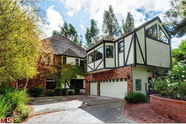 My Chemical Romance Frontman Gerard Way Sells Home In Tarzana | Realtor.com®