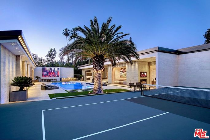 Projection screen and sport court