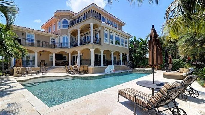 Here 39 s the 2 1m florida mansion 39 little couple 39 stars for Celebrity houses in florida