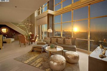 Golden State's Star Shooter Stephen Curry Gets Little Net on Penthouse Sale