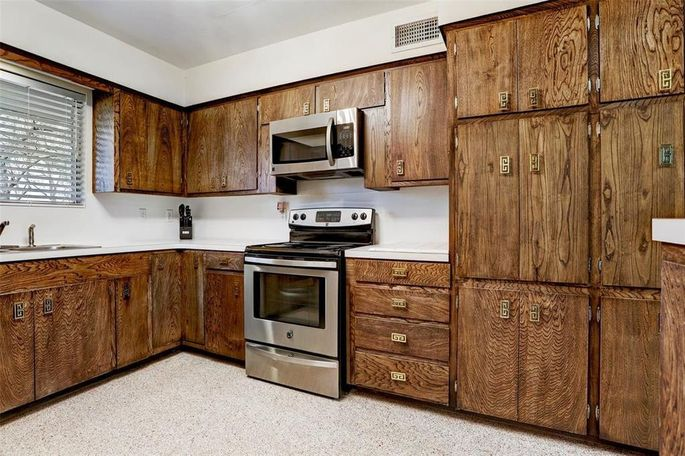 Drawer and cabinet hardware with Asian accents