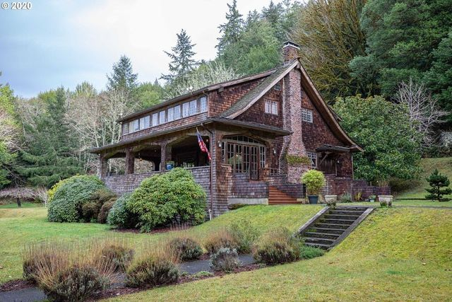 Coos Bay, OR cottage exterior