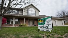 Mortgage Rates Tick Down, But Can Borrowers Seize the Opportunity?