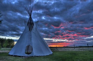 Colorado Retreat Has Guest Teepee Built by Lakota Indian