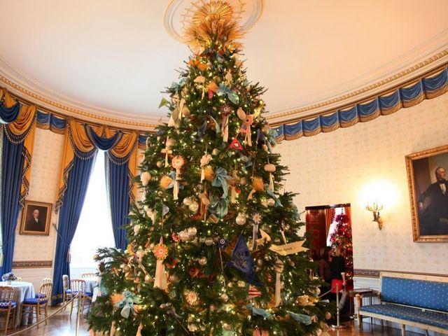 White House Christmas decorating hacks