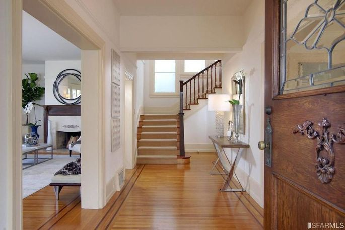 Victorian Foyer News : Mrs doubtfire home looks to clean up with m asking