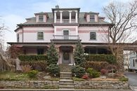 Five Colorful Homes for an Easter Hunt Eggstravaganza