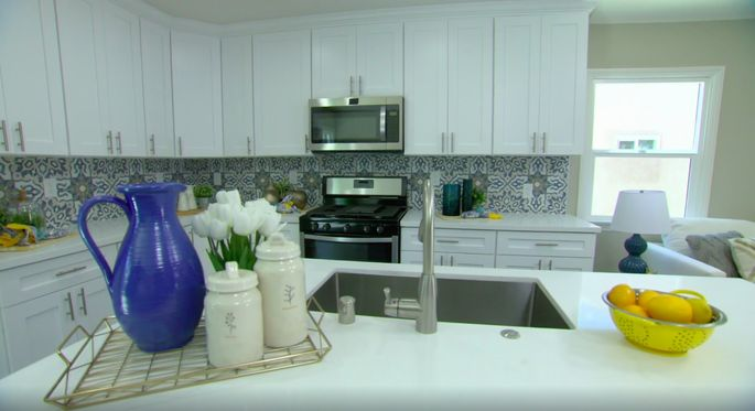 This backsplash gives the kitchen a true contemporary design.