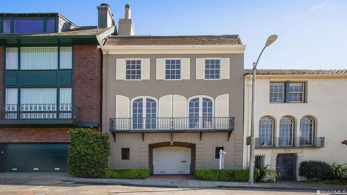 Steve Kerr's 4,000-square-foot house inSan Francisco has views of the Golden Gate Bridge and the Presidio.