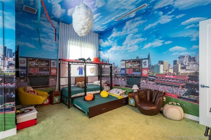 Baseball-themed room