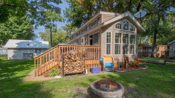 Small lakefront home in Alexandria, MN