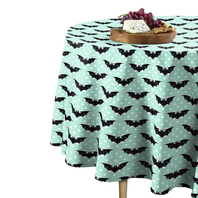 A holiday tablecloth that's both wrinkle- and stain-resistant? Yes, please.