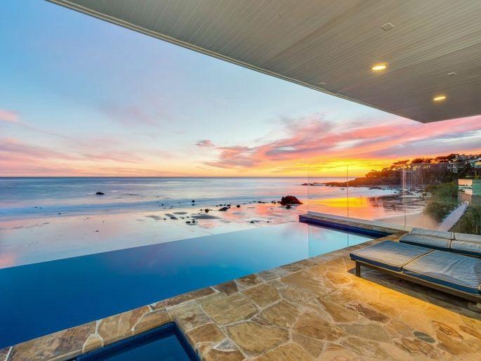 Malibu beach party pad