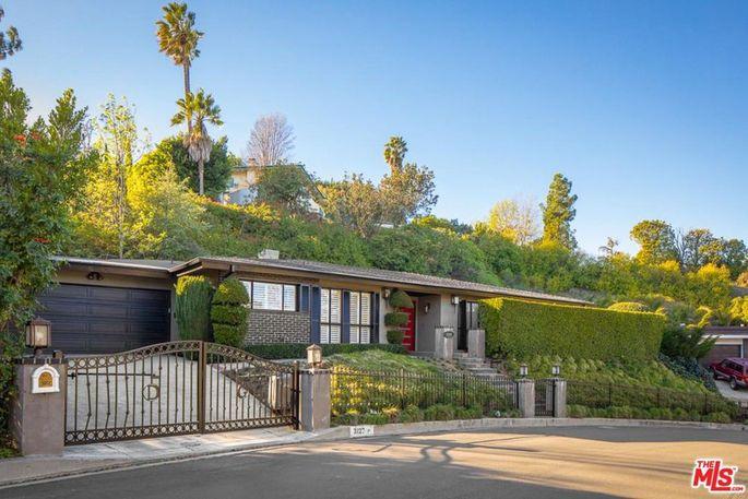 Actor Breckin Meyer just sold this Hollywood Hills midcentury modern.