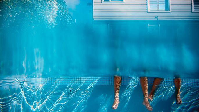 pool-over-head